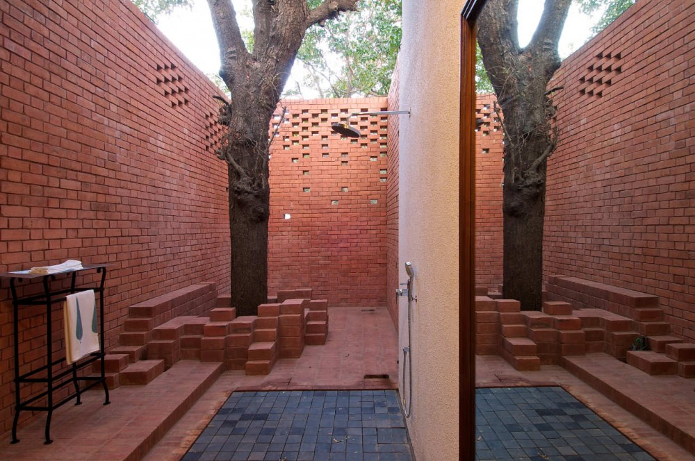 Marzua casa brick kiln de spasm design architects for Exterior wall designs indian houses