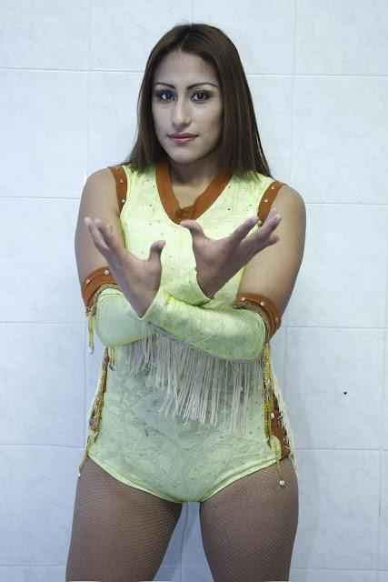 AAA Luchadora Faby Apache