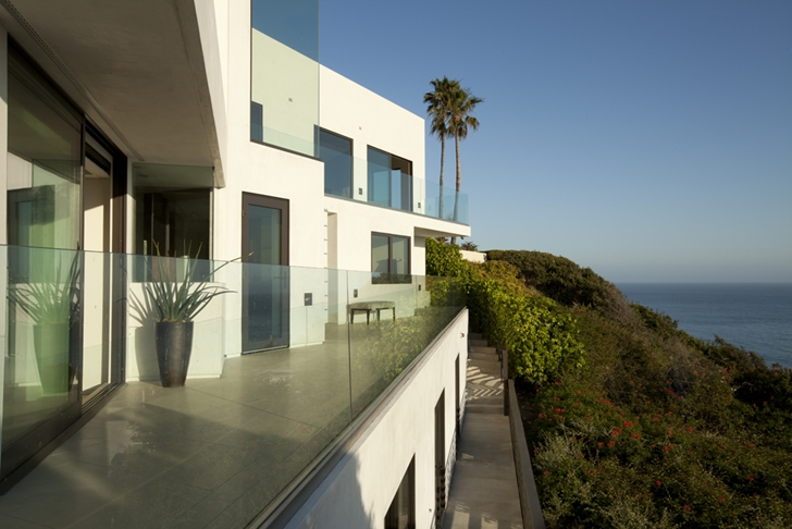 Balconies and facade of Ravello Residence by Shubin + Donaldson Architects