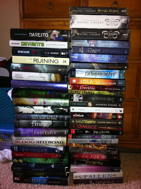 pile of books teen - photo #5
