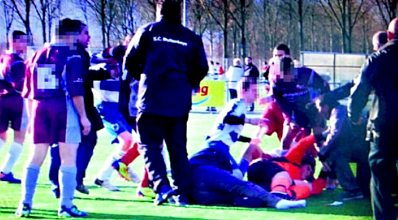Netherlands: Assault on soccer linesman