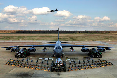 https://en.wikipedia.org/wiki/File:B-52H_static_display_arms_06.jpg