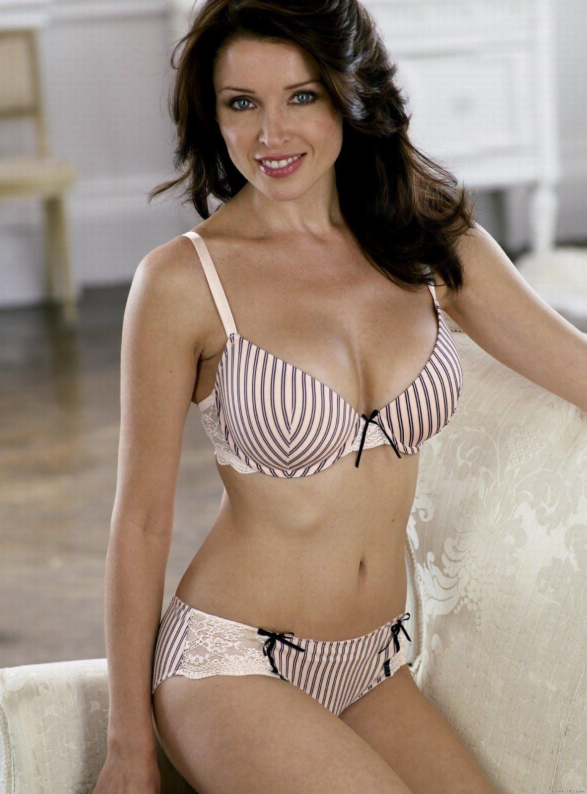 http://2.bp.blogspot.com/-tyVt8J0SVNI/T6bPvc608oI/AAAAAAAAHxs/B-Sf0XFOL2g/s1600/Dannii_Minogue_Bra_Size.jpg