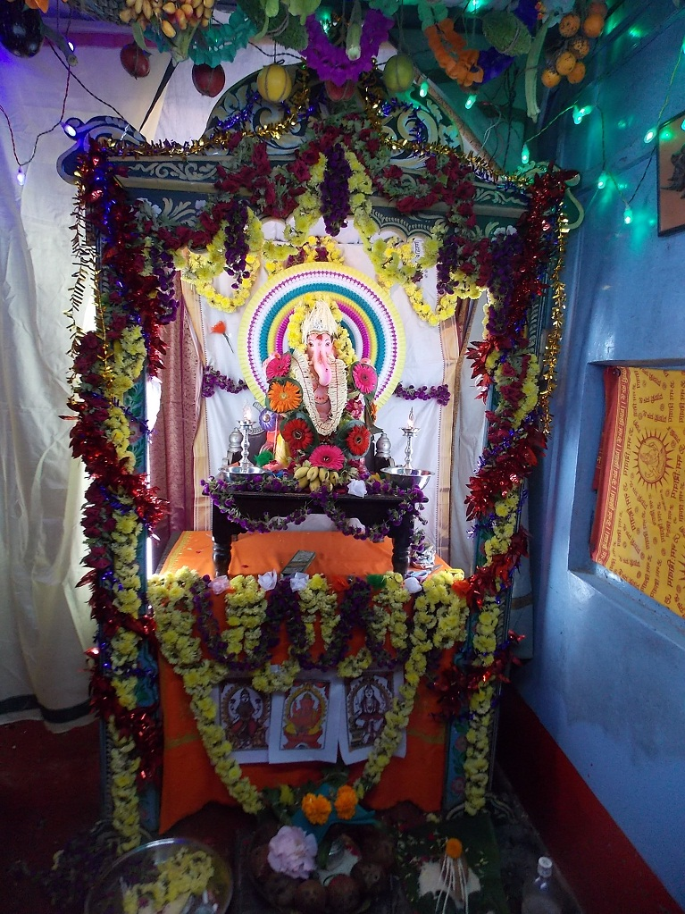 Mantapa decoration for the arrival of ganesha for Decoration ganpati