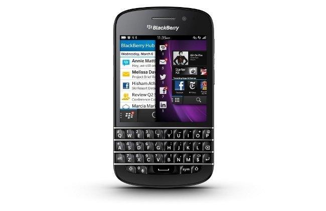 Presentan Blackberry Q10 un smartphone touch y con tecaldo