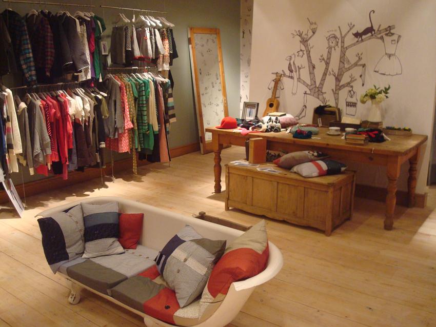 Tu mostrador c mo decorar una tienda con vinilos for Articulos para decoracion de interiores