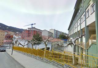 Edificio y Calle frente al CEIP MArques de Valero