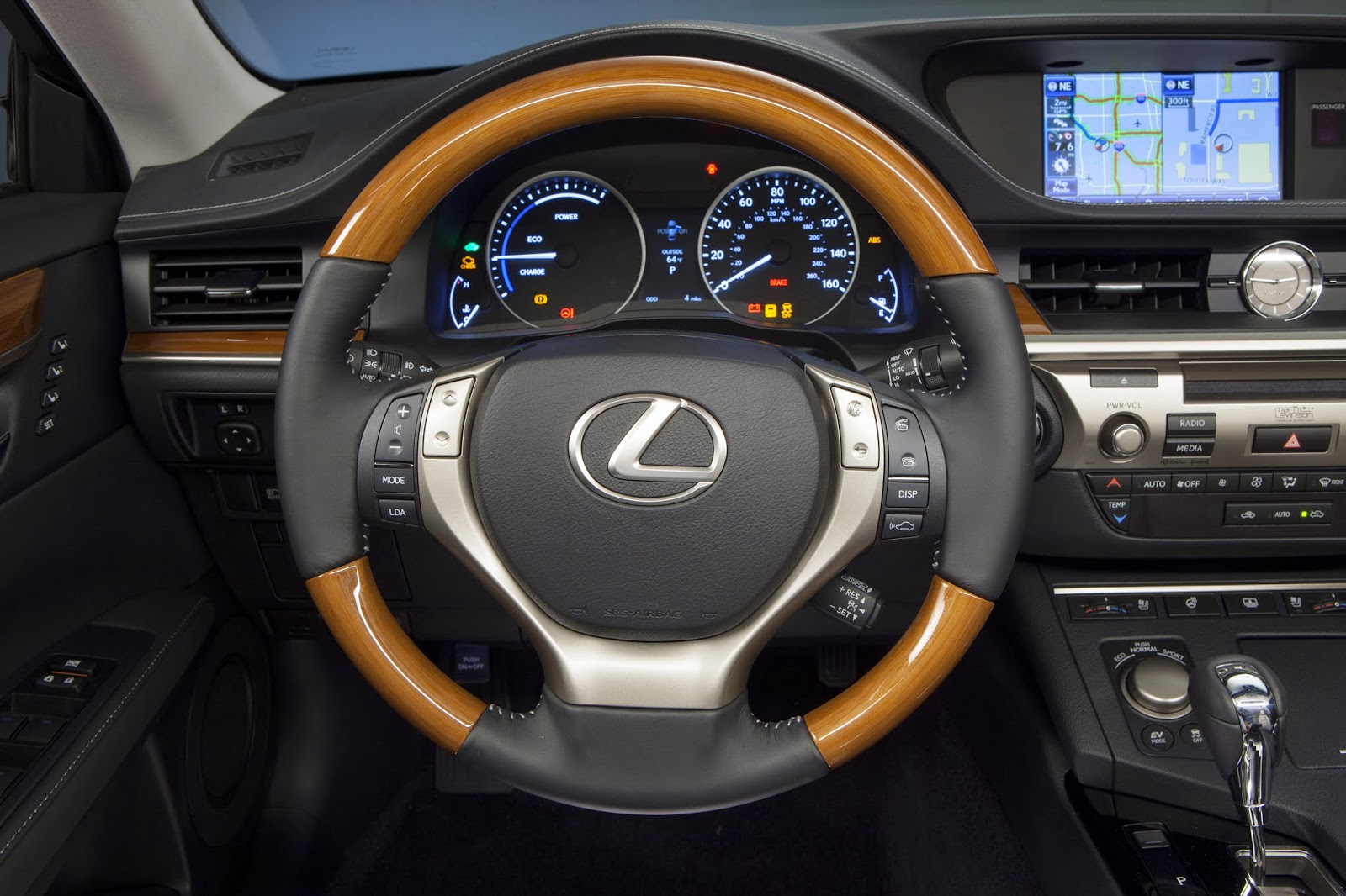 Interior view of 2014 lexus es 300h