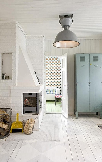 decorar con muebles industriales, taquillas antiguas restauradas, chimenea blanca de estilo nóridco