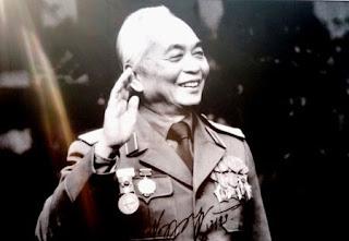 Hình ảnh nụ cười của Đại Tướng Võ Nguyên Giáp