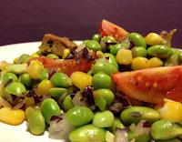 Salada de Edamame e Tofu Defumado (vegana)
