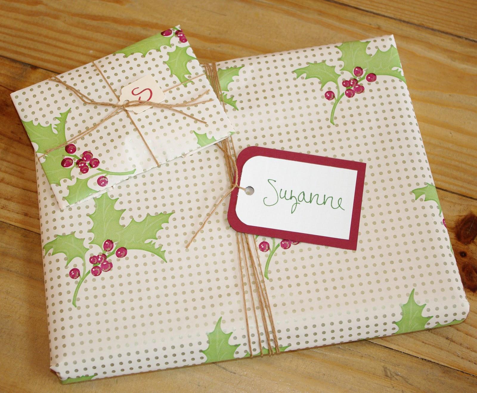 http://2.bp.blogspot.com/-tzkqDoMKrxw/TtaZW55gSwI/AAAAAAAAEqc/OQg30b1Md2I/s1600/gift2.jpg