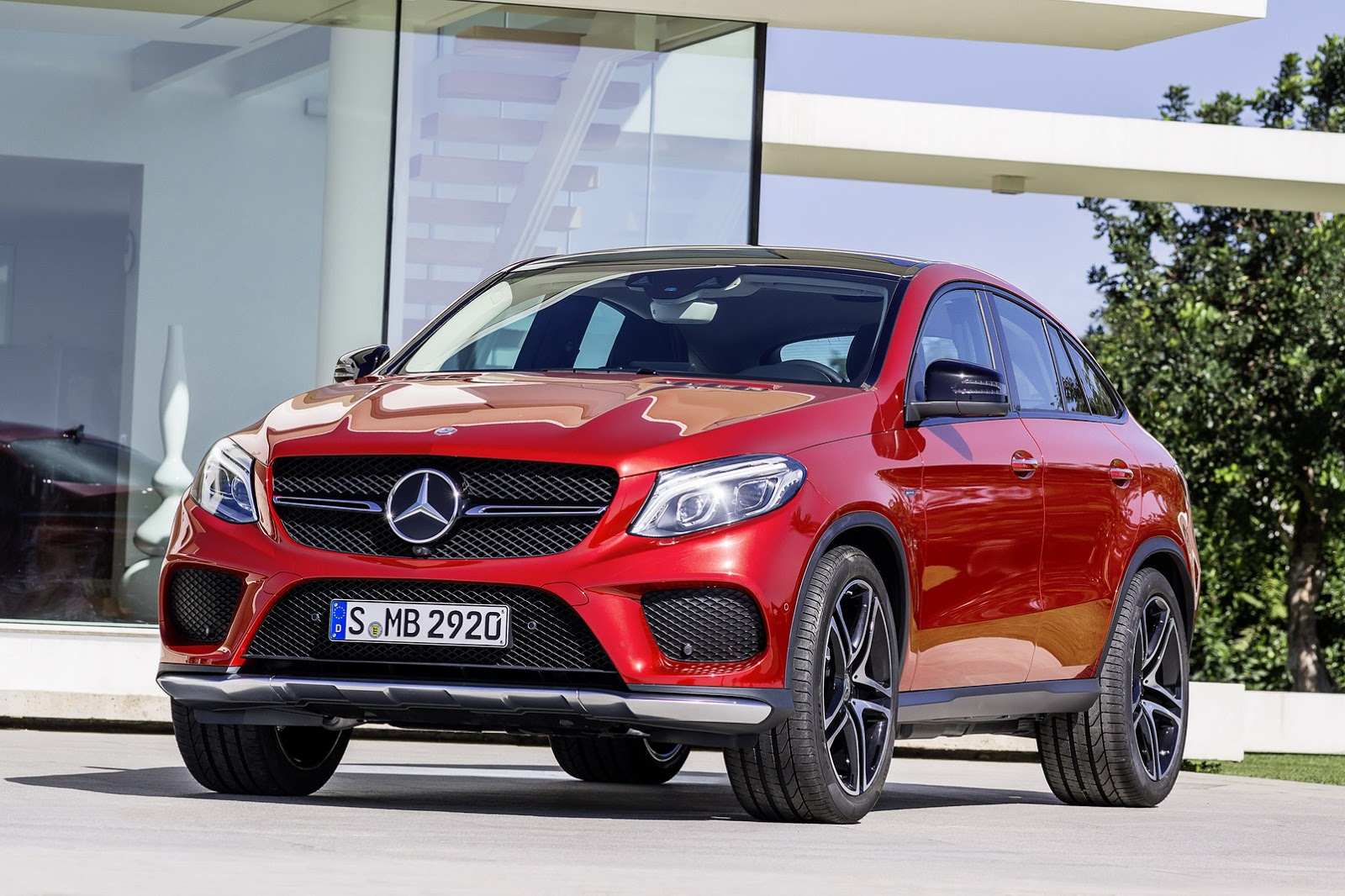 new gle coupe is mercedes 39 solution to its bmw x6 problem 43 pics carscoops. Black Bedroom Furniture Sets. Home Design Ideas
