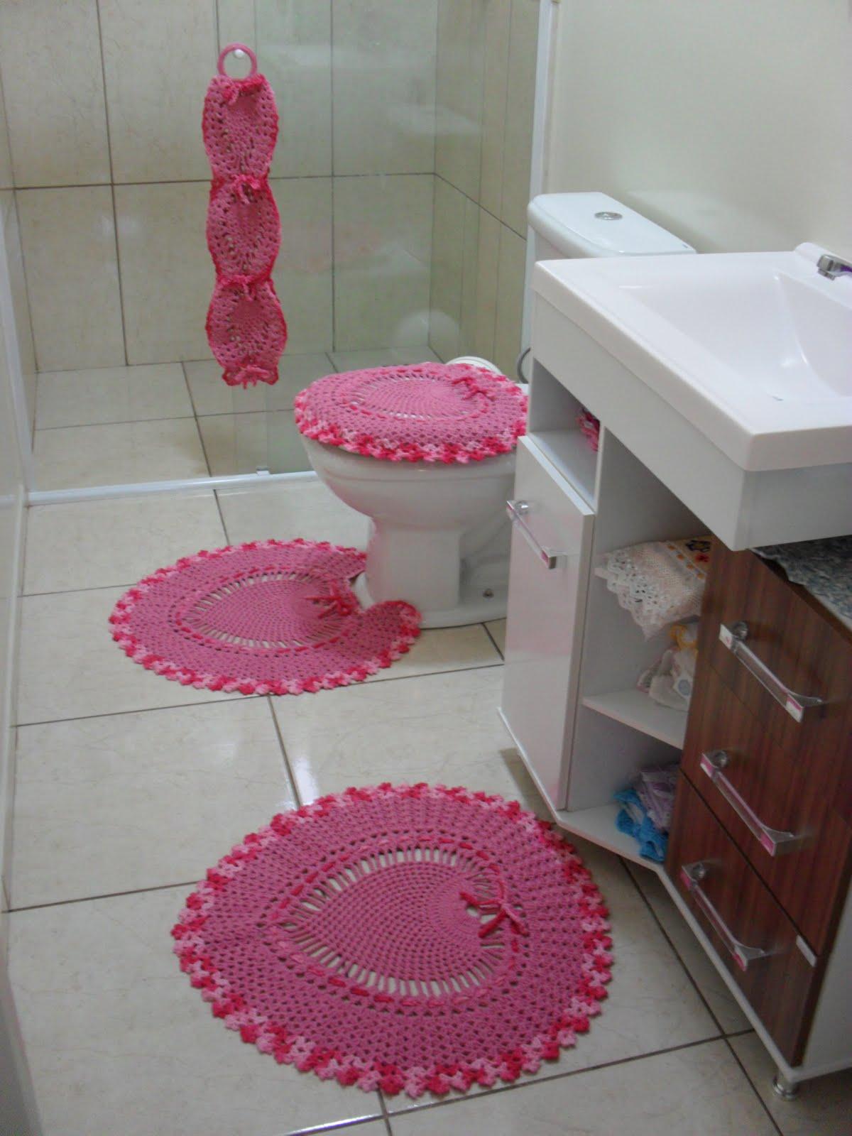 #943756 Jogo de banheiro coração rosa.: Crochet com Arte 1200x1600 px tapete para banheiro em l