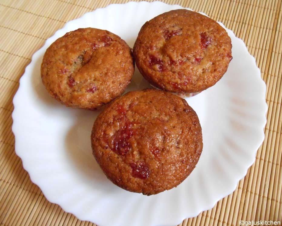 jam swirled muffins