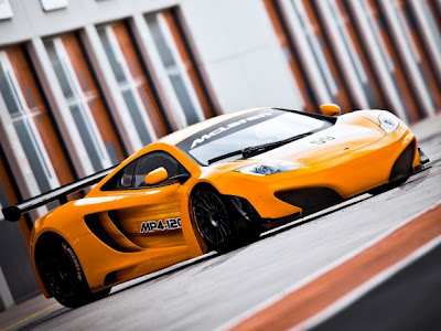 2011-McLaren-MP4-12C-GT3-Front-Angle-Side