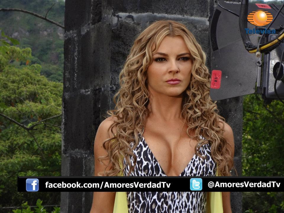 marjorie de sousa en una sesion de fotos para la telenovela amores ...