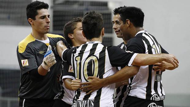Santos também encanta no futsal