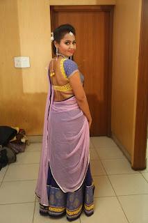 Actress Neetha Sizzling pics in half saree 007.JPG