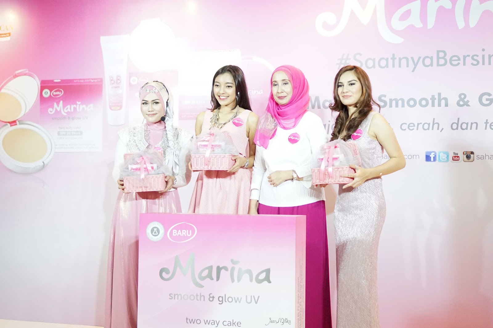 review, marina, marina smooth and glow, bb cream, two way cake, powdery foundation, compact powder, drugstore, makeup, makeup murah, smooth and glow uv, saatnya bersinar