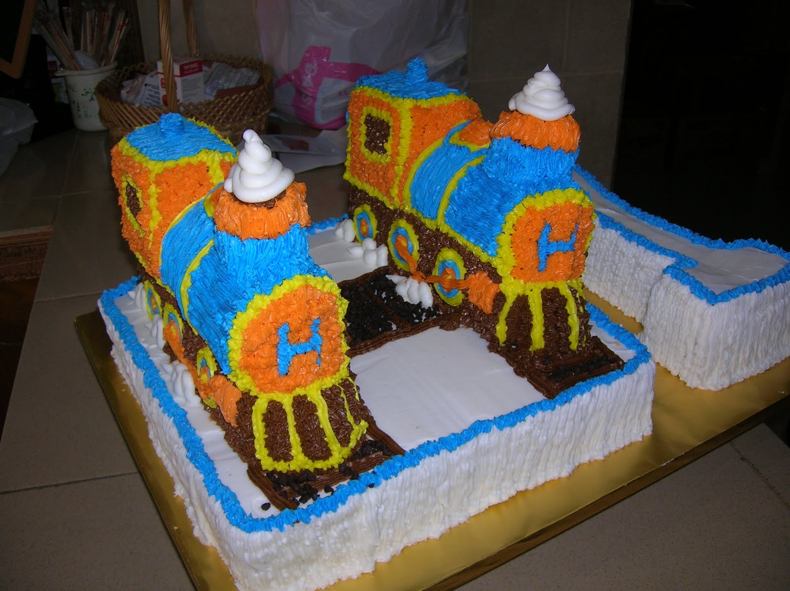 Images Of Train Birthday Cakes : Cakes, Cakes N more: Train Birthday cake