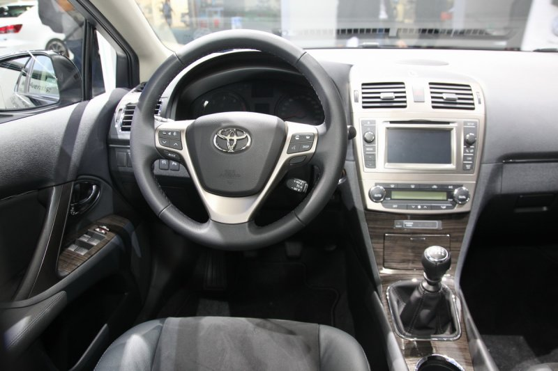 The Premiere Of The Updated Toyota Avensis 2012 First Live