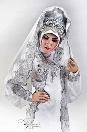 Jilbab pengantin silver untuk Bidadaris yang ingin tampil anggun dan