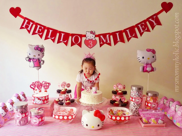 Hello kitty Dessert Table ideas