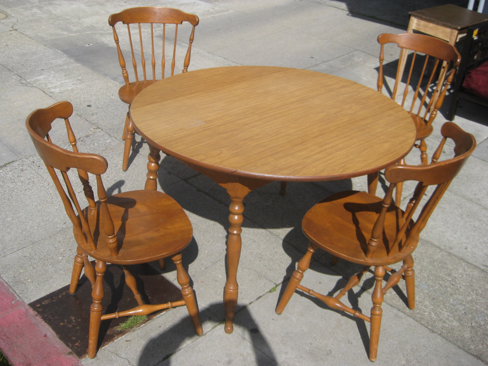 Kitchen table chairs for Kitchen table and chairs set