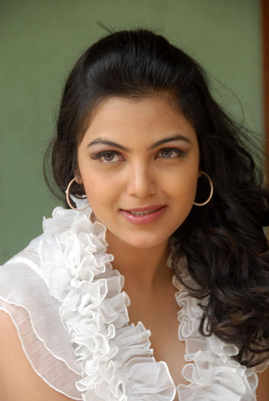 Actress Priyanka Tiwari New Hot Stills Photos hot photos
