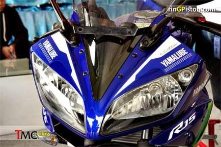 lampu depan Yamaha R15 corak MotoGP