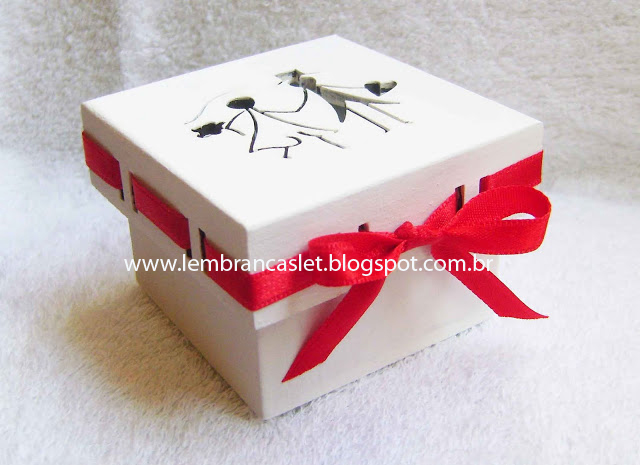 Lembrancinha casamento, caixa forrada, casamento, noivos, madeira