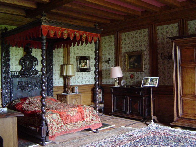 Victorian gothic interior style victorian gothic interior for Medieval bedroom design