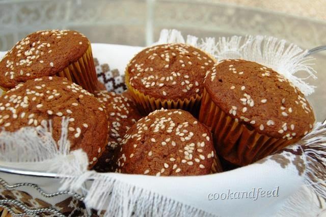 κεκάκια με πετιμέζι/grape molasses cupcakes