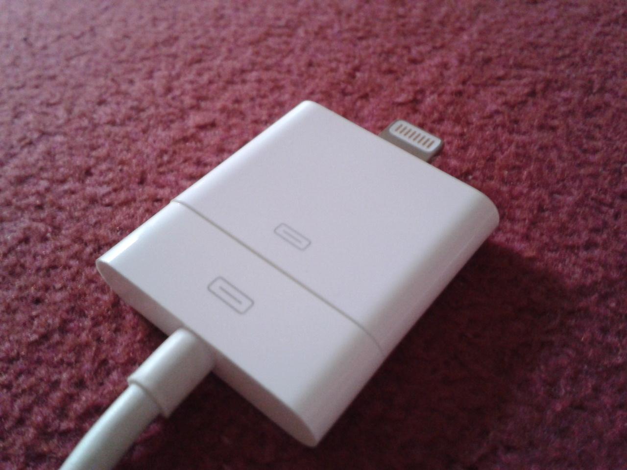 Apple Lightning Adaptor on 30-pin connector