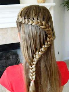 Model Rambut Kepang Bergelombang Anak Perempuan