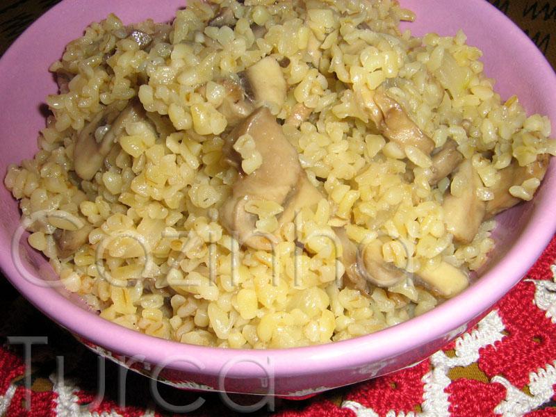 Pilaf de Bulgur com Cogumelos (Mantarlı Bulgur Pilavı)