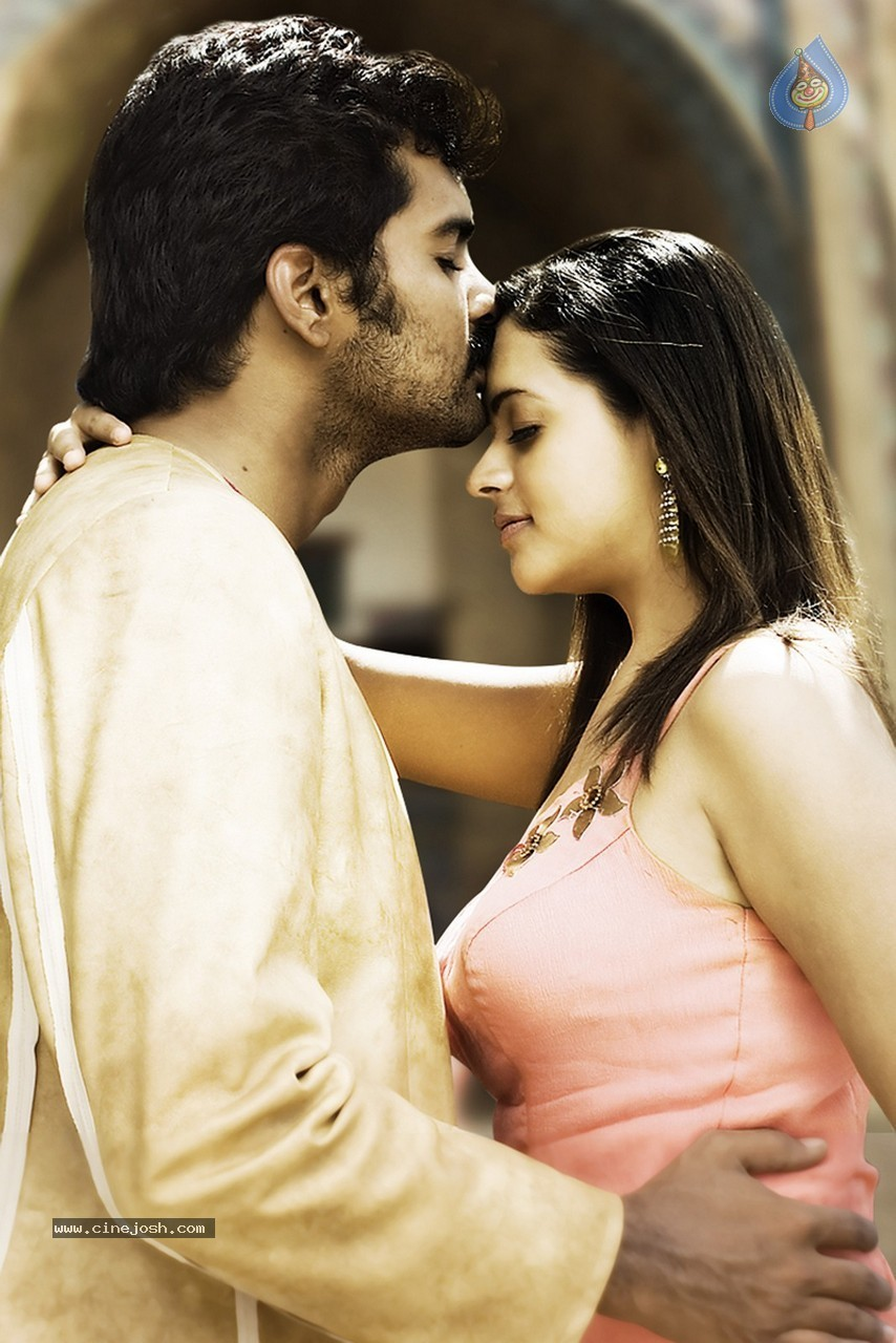 Bhavana hot stills from Telugu movie Maargam