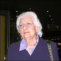 La jeune femme avait vendu ses actions du Palais de la Méditerranée à Jean-Dominique Fratoni, propriétaire du casino rival, le Ruhl, et adversaire déclaré de sa mère, Renée Le Roux.