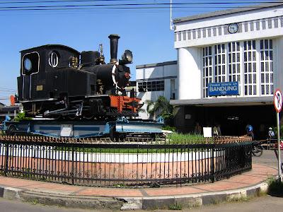 kereta api stasiun bandung