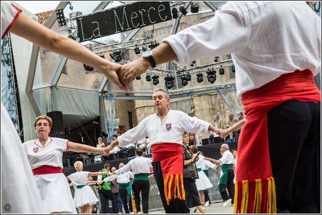 Barcelona: Sardanas en la Pl. de la Catedral - Mercè 2012