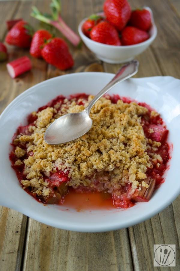 Erdbeer-Rhabarber Crumble