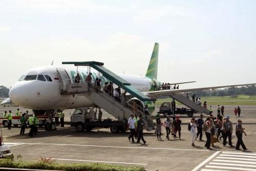 http://www.agen-tiket-pesawat.com/2012/12/hari-pertama-penerbangan-di-bandara.html