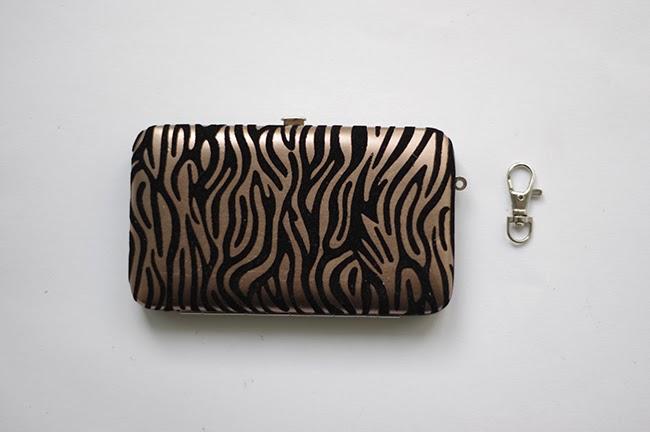 DIY handmade detachable clutch embellishments. Fashion tutorial blogged by Xenia Kuhn for fashion blog www.fashionrolla.com