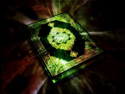 Umat Muslim Mengaji Al-Quran