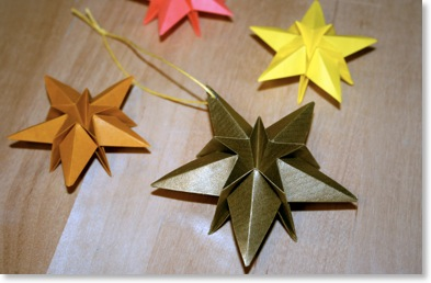 Origami maniacs christmas saar star for Decorations noel a fabriquer