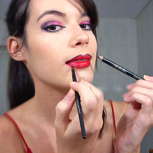 monika sanchez maquillaje de labios para disfraz de diablesa