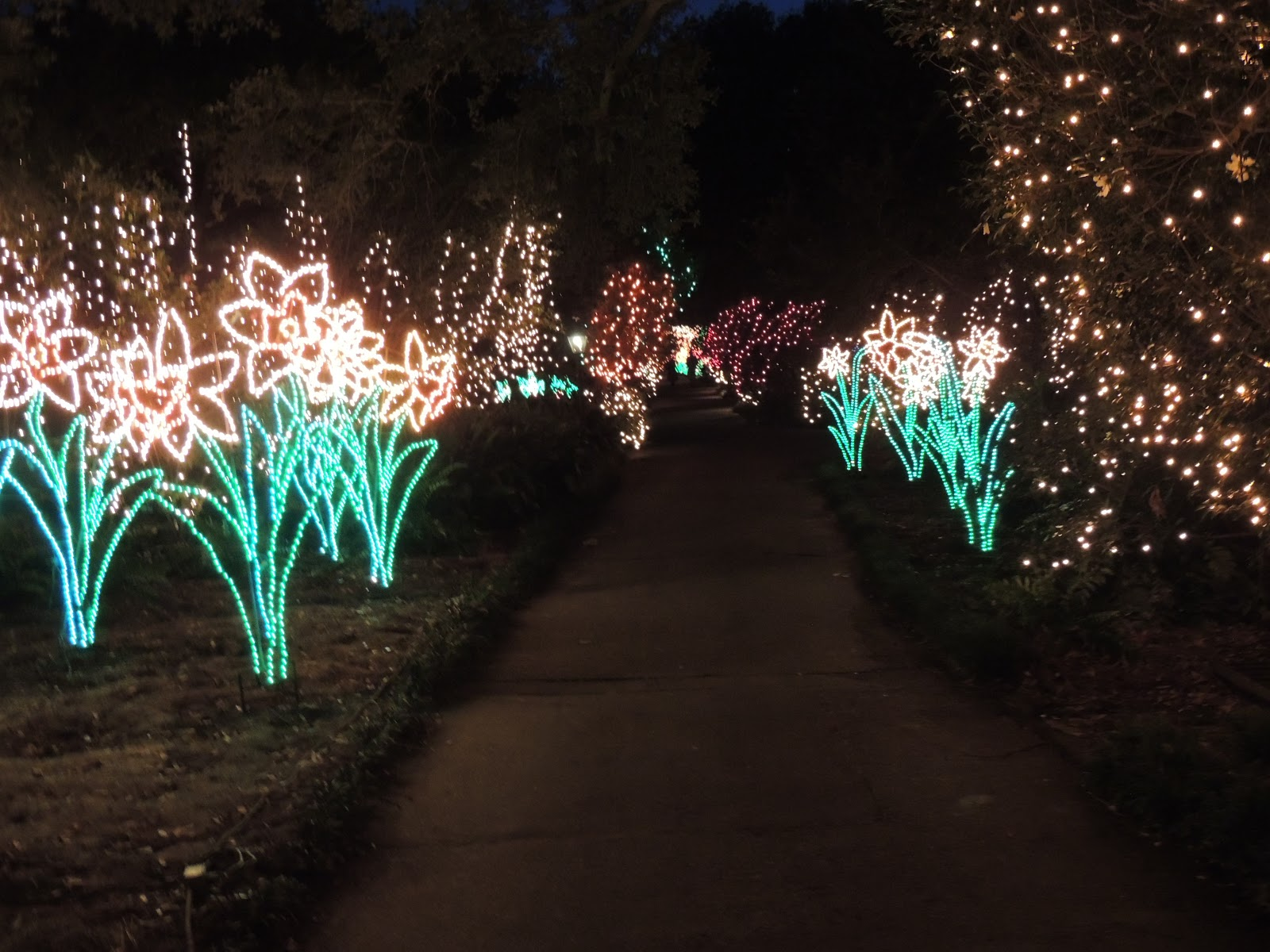 Down the road a piece in a 5th wheel bellingrath gardens christmas in lights display for Bellingrath gardens christmas lights 2016