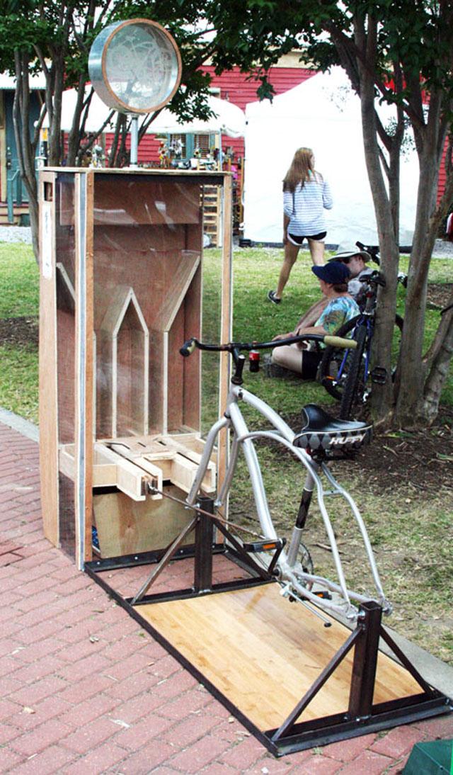 Invenção de amassar latas pedalando