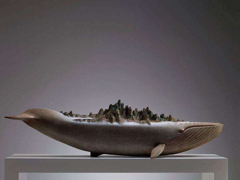 Esculturas de animales surrealistas que transportan monumentales elementos de la naturaleza por Wang Ruilin